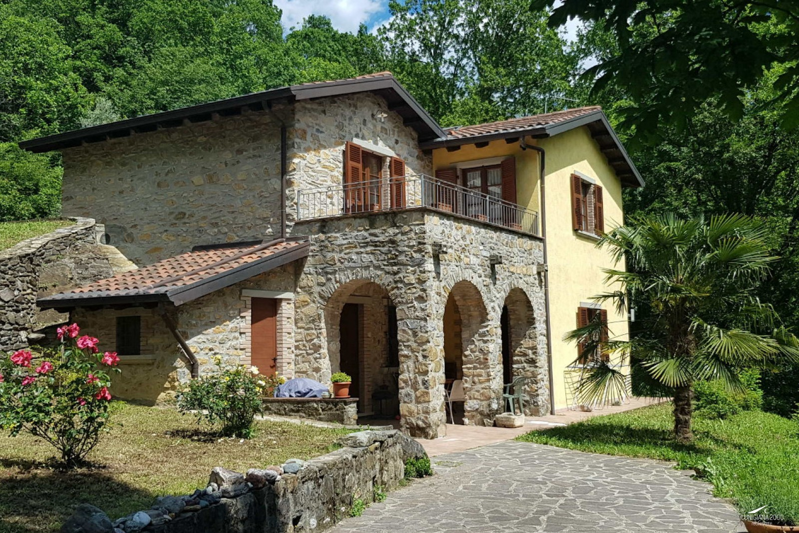 Characteristic stone farmhouse well restored with land