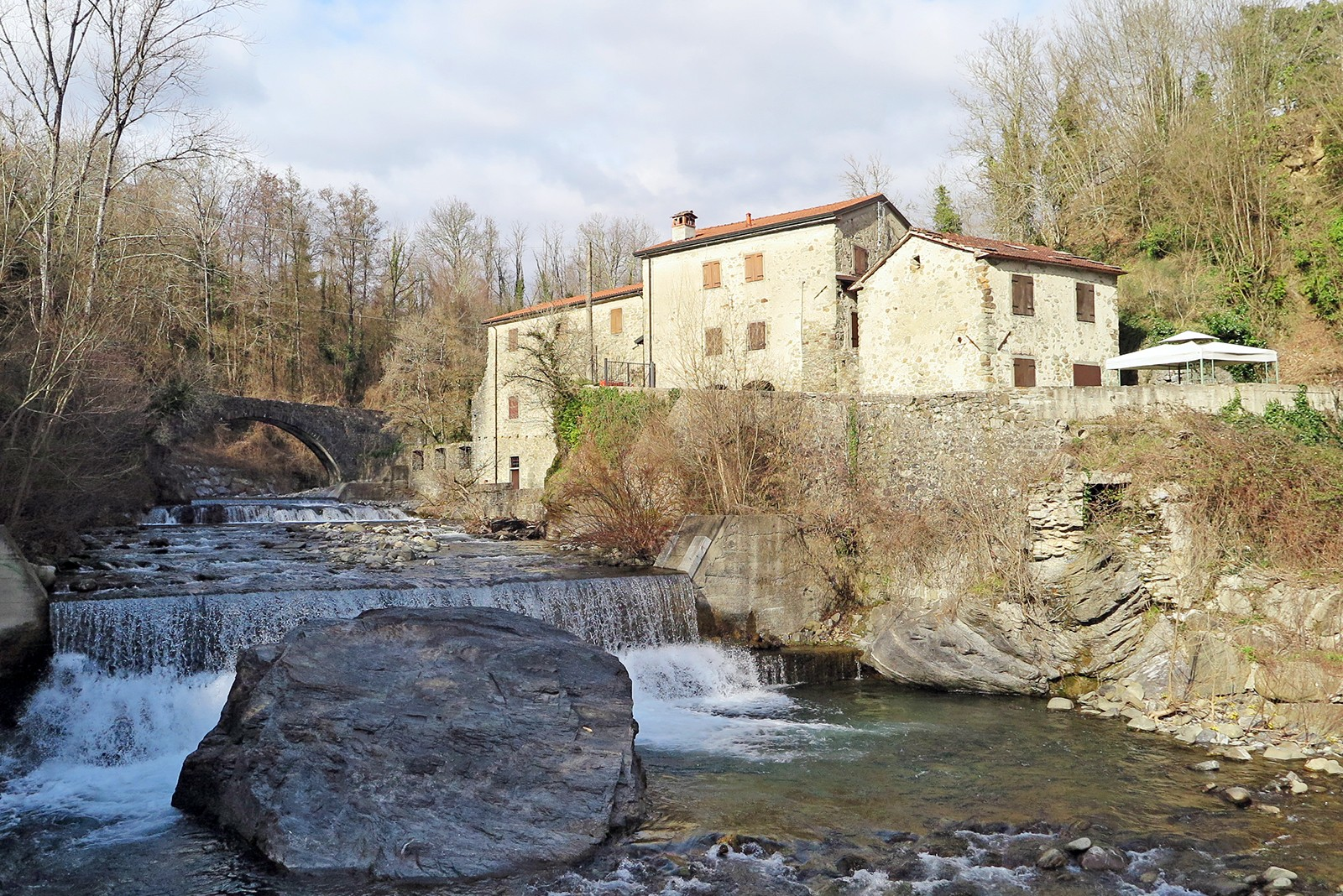 Historical building complex with a lof of character and 34.000 sqm of land